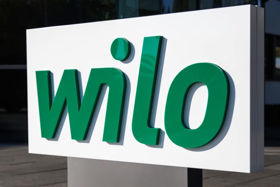 Wilo Logo vor dem Hauoteingang am Hauptsitz in Dortmund