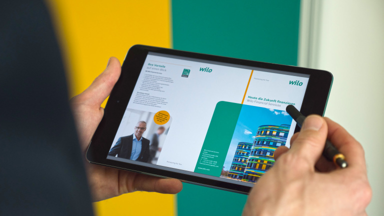 Wilo-Financial Services Online Flyer auf Tablet