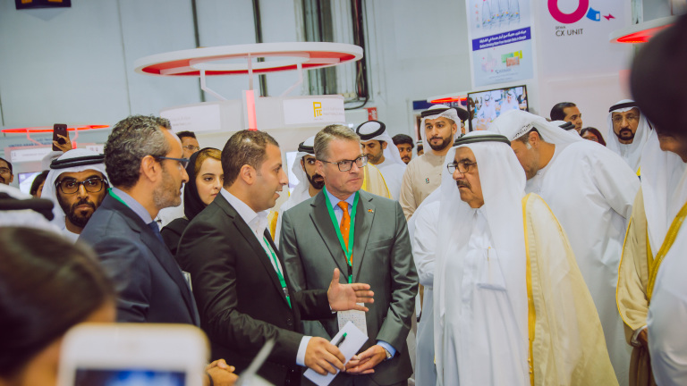 HH Sheikh Hamdan bin Rashid Al Maktoum, Deputy Ruler of Dubai, Minister of Finance and President DEWA and H.E Günter Rauer, Consul General of Germany in Dubai with Wilo team during WETEX official opening.