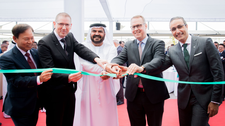 From left to right: Yunjoong Kim (WILO SE), Georg Weber (Chief Technology Officer WILO SE), Mohammed Al Muallem (Chairman of DP World and Jafza), Peter Fischer (German Ambassador to the United Arab Emirates) and Yasser Nagi (Managing Director WILO SE United Arab Emirates) at the opening of the new Wilo representative office in Dubai.