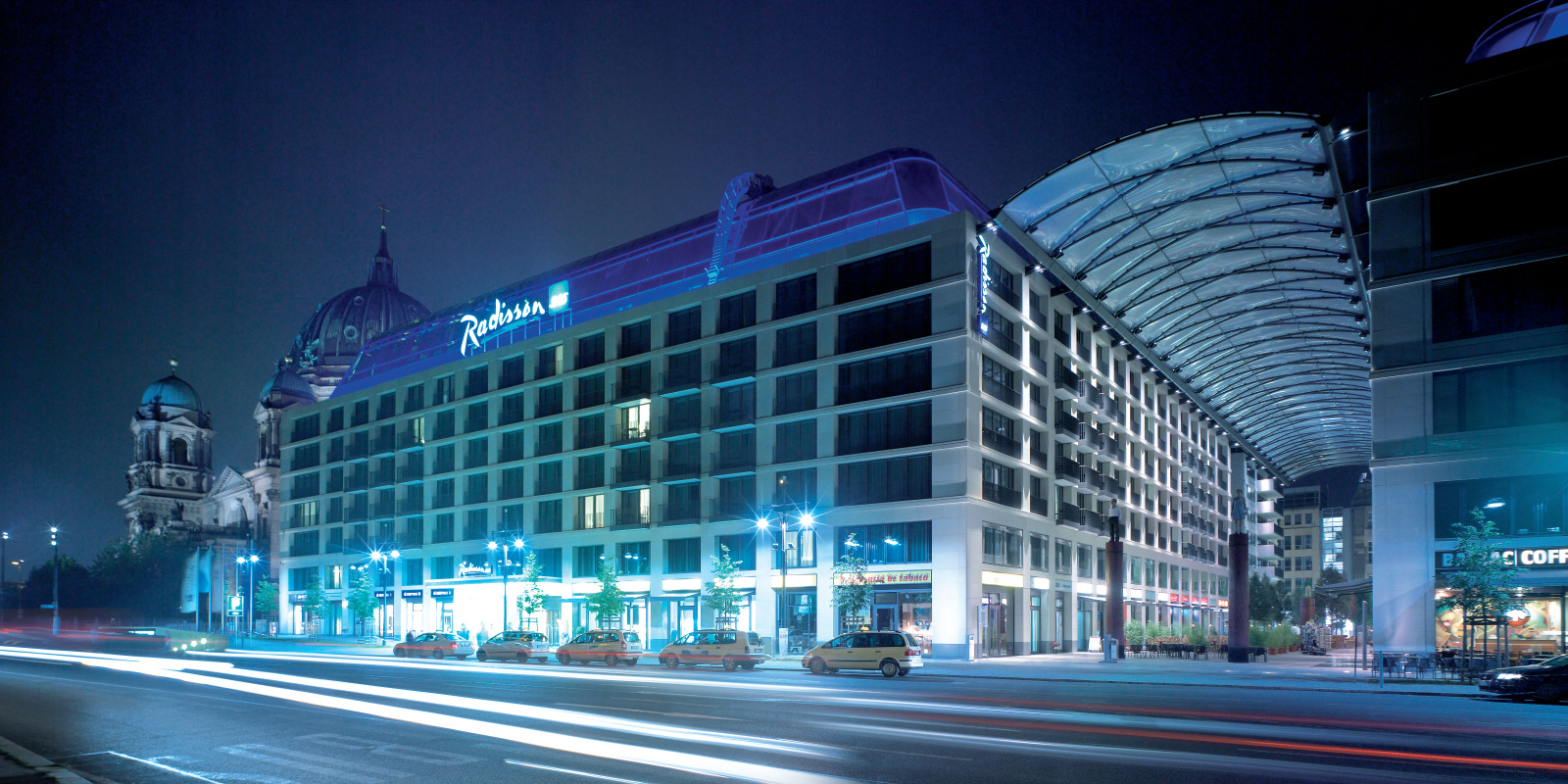 Hotel Radisson at night
