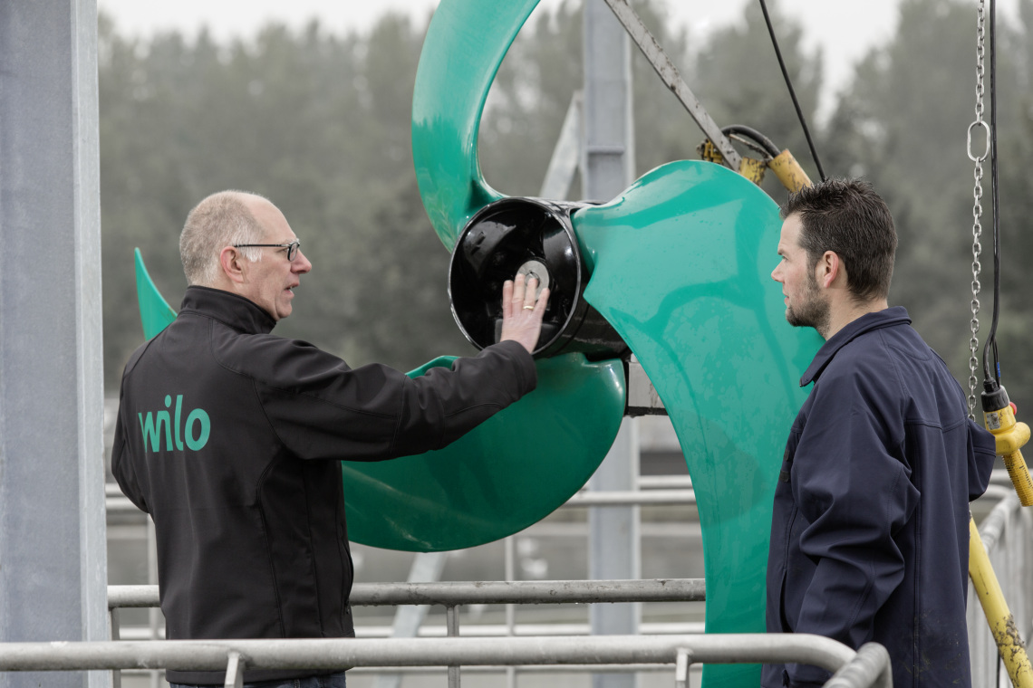 Operator Bart van der Stoep and Wilo employee Ron Uijlenbroek at the sewage treatment plant Almere in front of a submersible mixer Wilo-EMU TR321