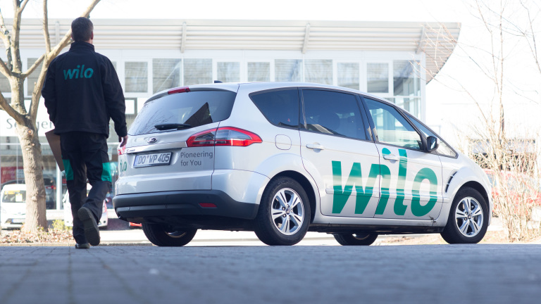 Rush delivery, car with WILO-logo, man with WILO jacket